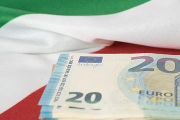 Flagge von Italien und Euro Geldscheine
