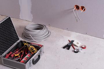 Werkzeug zur Elektroinstallation