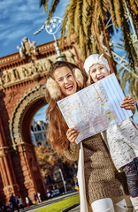 mother and daughter near Arc de Triomf in Barcelona with map