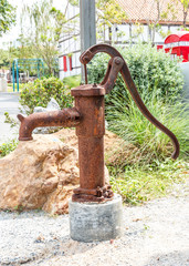 Pump hand old, groundwater lever