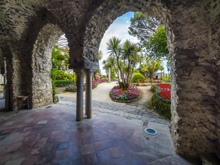 Kreuzgang, il chiostro, in der Villa Rufolo, Ravello, Provinz Salerno, Halbinsel von Sorrent, Amalfiküste, Kampanien, Italien