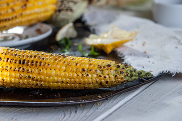 grilled corn on with lemon, herbs and spices