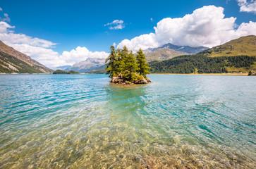 壁紙(ウォールミューラル) - Great view on azure lake Silsersee (Sils) and peak Piz Corvatsch in the Swiss alps. Location Upper Engadine valley, Europe.