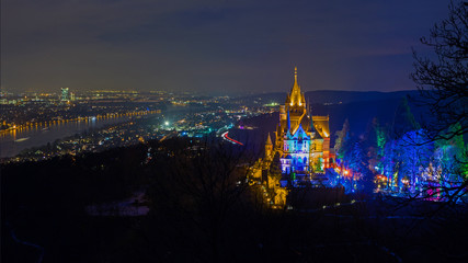 illuminierte Drachenburg