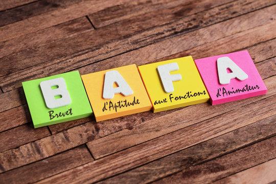 post-it sur fond bois : BAFA