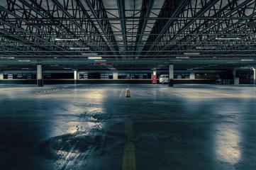 Empty parking lot - Estacionamento Vazio