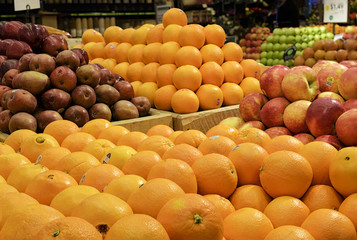 Stacking of oranges and citrus in a supermarket