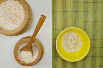 wooden bowl with oats and amaranth