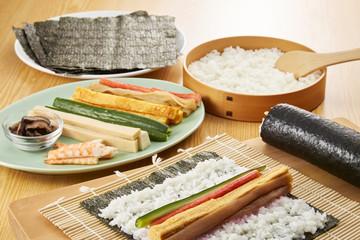 巻き寿司 調理シーン