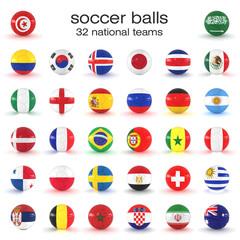 32 Fußbälle mit Nationalflaggen auf weißem Hintergrund - Nationalmannschaften