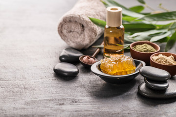 Honey and stones for spa procedures