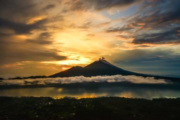 Beautiful view on Agung volcano Fototapete