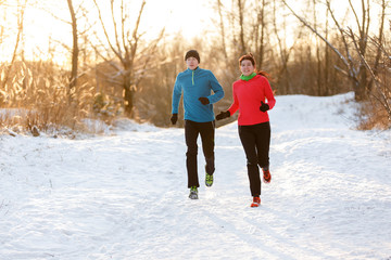 Picture of running two athletes in winter park