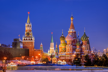 Tuinposter Moskou St. Basil's Cathedral and Spassky Tower