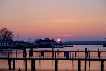Aluminium Prints Port Abend im Hafen von Karlshagen auf Usedom