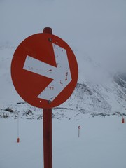 red arrow in the ski resort shows direction