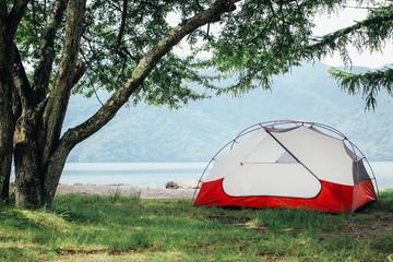 湖畔のテント / キャンプ風景