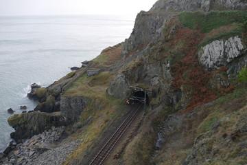 Sortie de tunnel en bord de falaise