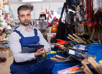 shop assistant who is making rediscount