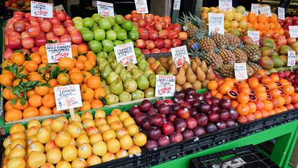 Famers Market Apples Oranges and Pears