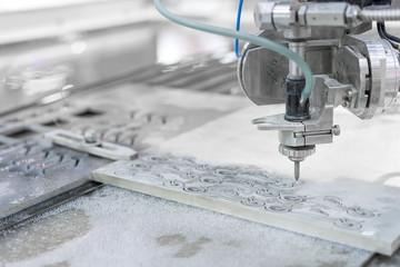 Working process cutter parts by waterjet cutting machine