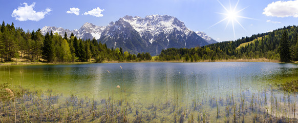Wall Mural - Panorama Landschaft in Bayern mit See und Karwendelgebirge