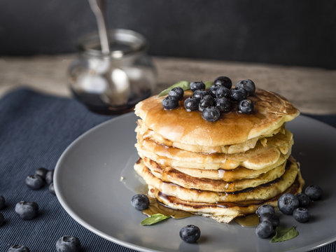 how to make pancakes with blueberry topping