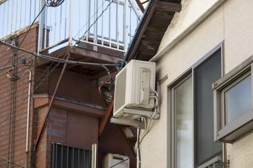 古い家屋 エアコン室外機 設置例