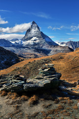 Photo sur Aluminium Reflexion Amazing View of the panorama mountain range near the Matterhorn in the Swiss Alps.