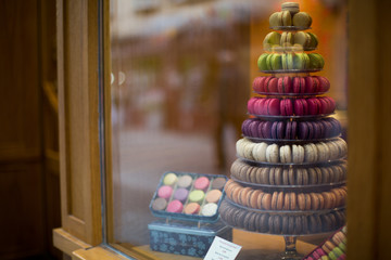 Foto auf Leinwand Macarons Macarons in the shop window of a small shop of a bakery