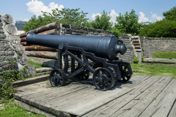 Foto auf Leinwand Befestigung A historic cannon at Fork York in Toronto