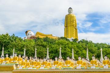 Myanmar, Monywa : Bouddhas assis, debout et couché.
