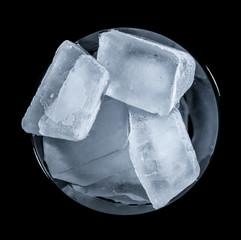 Eiswürfel im Glas