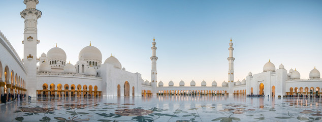 Photo sur Plexiglas Dubai Abu Dhabi, UAE, 04 January 2018, Sheikh Zayed Grand Mosque in the Abu Dhabi, United Arab Emirates