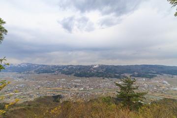 春の坂戸山から見た風景