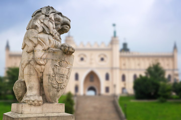 Royal castle in Lublin with guarding lion scrupture, Poland Fototapete