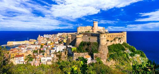 View of beautiful coastal town Gaeta with Aragonese castle. Landmarks of Italy, Lazio Fototapete