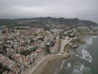 Sitges,ciudad costera de Cataluña, al sudoeste de Barcelona, rodeada del montañoso parque natural del Garraf. Fotografia aerea con Drone