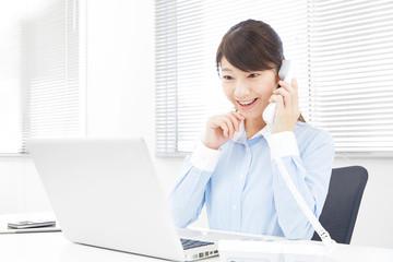 女性 ビジネス 電話