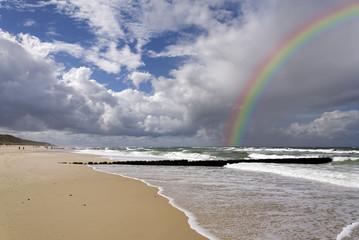 Fototapete -  Strand von Sylt mit Regenbogen