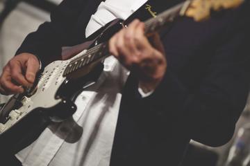 Рок-гитара в руках