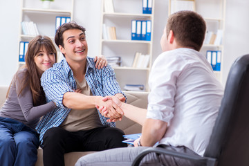 Family visiting psychologist for family problem