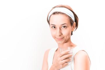 女性・クリーンな水のイメージ