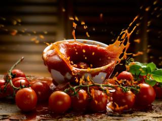 salsa di pomodoro,pomodorini e basilco