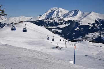 Télécabines à lenk dans l'Oberland bernois en Suisse