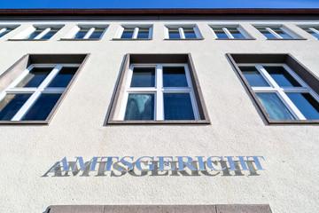 Schriftzug am Eingang eines deutschen Amtsgerichts
