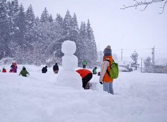 雪だるまを作る人