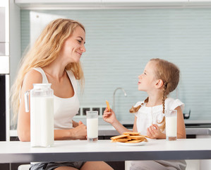 Child with mother drinking milk