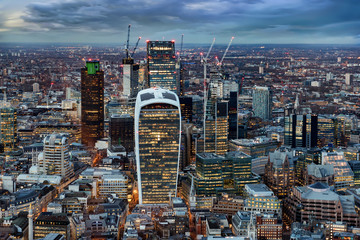Fotomurales - Blick auf die beleuchtete City von London am Abend