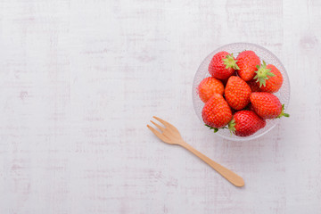 新鮮なイチゴと白い背景
